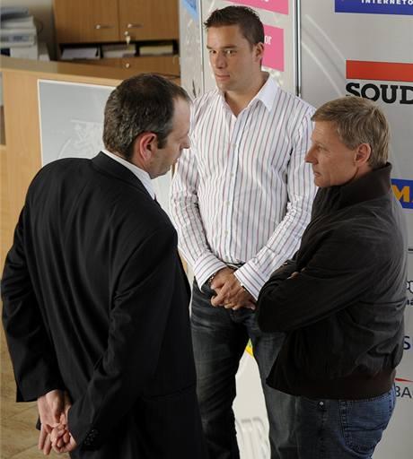 Kucián, Švancara a Ščasný před zasedáním disciplinární komise ČMFS