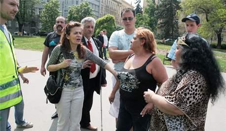 Pochod zbrojovákům ke stadionu za Lužánkami v Brně