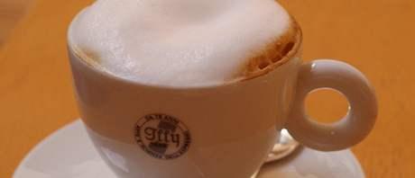 Cappuccino v Rendez-vous