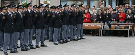 Slavnostní slib 60 nových hasičů na náměstí Svobody.