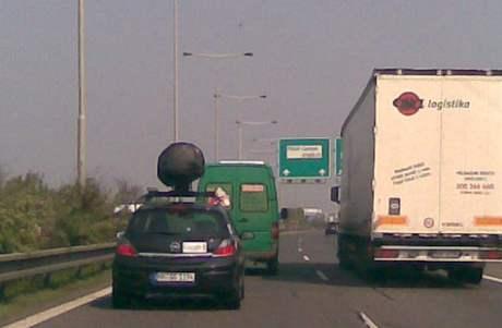 Automobil pořizující snímky pro službu Google Street View na dálnici D5
