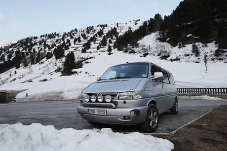 Auto, které patřilo českým obětem laviny v Tyrolsku. (3. května 2009)