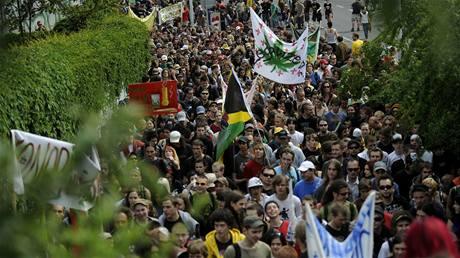 Stovky lidí přišly v Praze podpořit demonstraci za marihuany The Milion Marihuana March 2009.