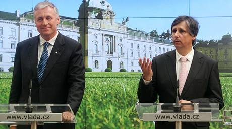 Příliš velké změny v rozpočtu, jak o to usilují některé strany, mohou podle šéfa ODS Mirka Topolánka zpochybnit vládu Jana Fischera.