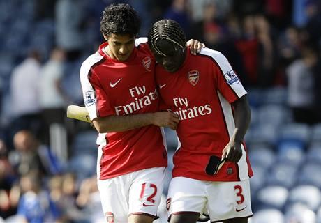 Arsenal: Vela (vlevo) a Sagna se radují z gólu