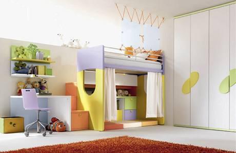 Dětský nábytek hýřil barvami