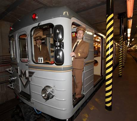 Řízení soupravy metra Ečs při oslavě 35. výročí provozu metra v Praze