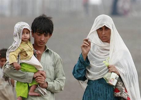 Z oblasti bojů utíkají desetitisíce lidí