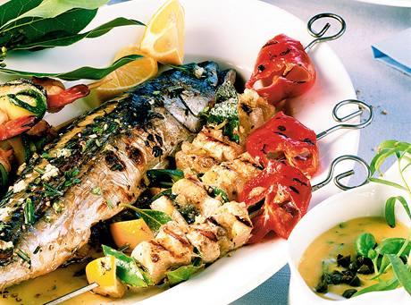 Grilovaná makrela a pikantní krevety