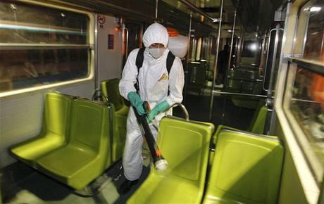 Mexické dopravní prostředky prošly důkladnou dezinfekcí (7. května 2009)