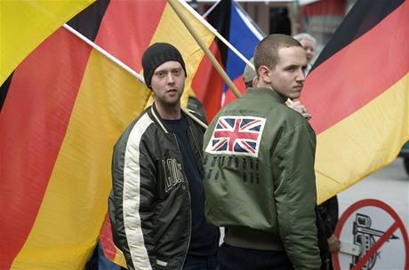 V německém Kolíně nad Rýnem protestovali příznivci krajní pravice (9. května 2009)