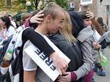 Studenti psychologie Filozofické fakulty brněnské Masarykovy univerzity objímali na České ulici v Brně náhodné kolemjdoucí