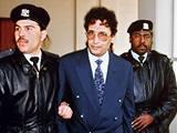 Libyjec Abdal Basat Alí Midžrahí se snaží zvrátit rozsudek doživotního vězení za atentát na dopravní letadlo nad skotským městem Lockerbie v roce 1988 (snímek z roku 1992)
