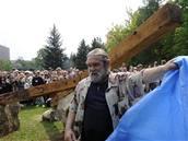 V Plzni odhalili 1. 5. 2009 pomník bigbítu z dílny Jaroslava Šindeláře