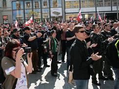 Pochod pravicových radikálů Brnem na 1. máje 2009 - šéf Dělnické strany Tomáš Vandas