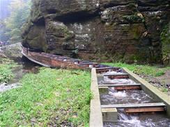 Rybí přechod na řece Kamenici, v Edmundově soutěsce v Národním parku České Švýcarsko.