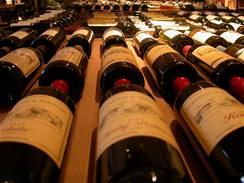 Láhve po stáčení projdou selekcí. Ty, co jsou vhodné k archivaci, jdou do sklepa, zbytek je určen k rychlé spotřebě.