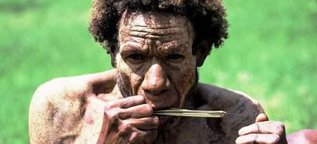 Ostrovan na Nové Guineji, druhém největším ostrově světa, který je rozdělen mezi Indonésii a státem Papua-Nová Guinea