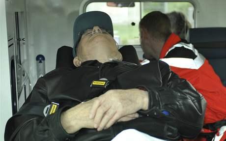Údajný nacistický dozorce John Demjanjuk krátce po přistání na letišti v Mnichově (12. května 2009)
