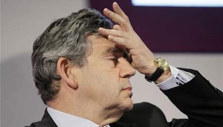 Gordon Brown řeší kromě krize také skandál s kontroverzními výdaji britských poltiků (12. května 2009)