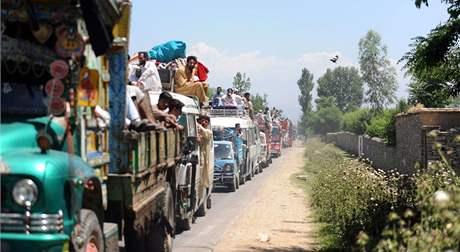 Pákistánci využívají několikahodinového příměří a opouštějí údolí Svát (15. května 2009)
