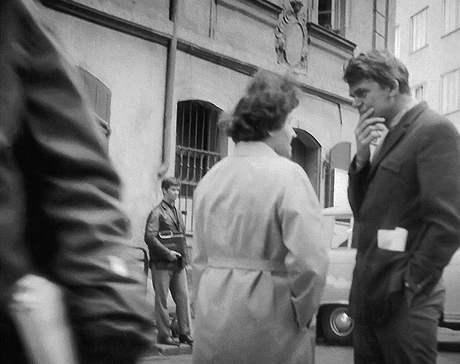 Milan Kundera v erotickém ráji - na rohu ulic Bartolomějská a Na Perštýně v srpnu 1969