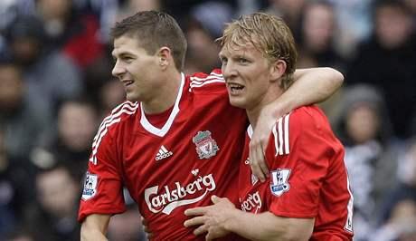 West Bromwich Albion - Liverpool: hostující Dirk Kuyt (vpravo) a Steven Gerrard