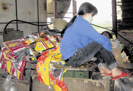 Obec Dao Xa se živí recyklací papíru a plastů.