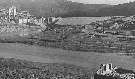 Lipenská přehrada před dokončením