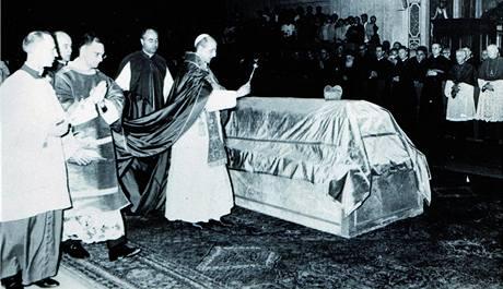 Zádušní mši za Josefa kardinála Berana sloužil mons. František Tomášek, oproti zvyklostem vykonal výkrop rakve sám papež Pavel VI.