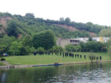 Policie vyšetřuje nález mrtvého v pražské nádrži Džbán (15.5.2009)