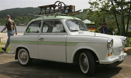 Nepodceňte výběr vozu na chorvatskou dovolenou. Trabant má míň než sto koní na sto procent a dálniční limit překoná jen kaskadér