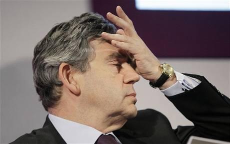 Gordon Brown �e�í krom� krize také skandál s kontroverzními výdaji britských poltik� (12. kv�tna 2009)