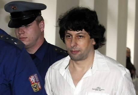 Operní tenorista Robert Šícho vyslechl u plzeňského soudu obžalobu z pokusu vraždy