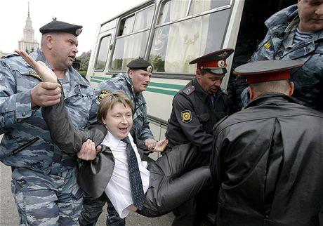 Ruská policie rozehnala pochod homosexuálů v Moskvě (16. května 2009)