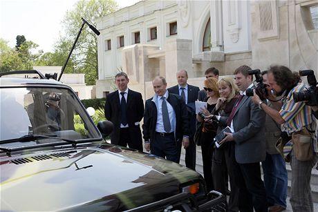 Vladimír Putin se projel v Soči svou ladou (16. května 2009)