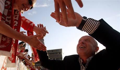 Karel Jarolím s fanoušky