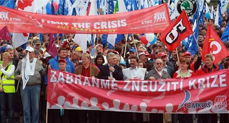 Demonstrace odborářů na Hradčanském náměstí v Praze. (16. května 2009)