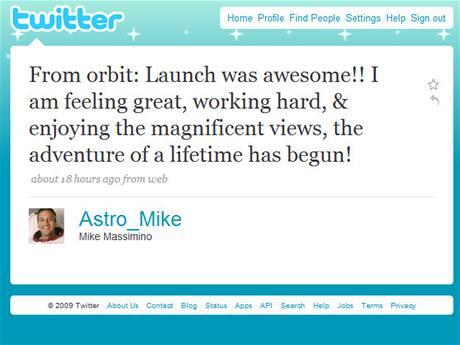 Mike Massimino a jeho první tweet z vesmíru