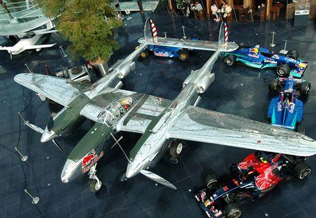 Jediný P-38 v Evropě, za války velmi obávané stíhačky. Můžete ho vidět v Hangaru 7 u salcburského letiště.