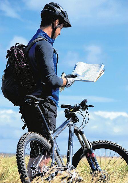 Tak kudy? Papírové mapy stále více cyklistů nahrazuje navigačními přístroji