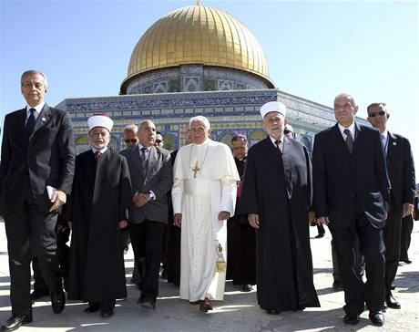 Papež Benedikt XVI. u Chrámové hory v Jeruzalémě (12. května 2009)