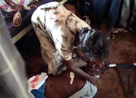 Při ostřelování nemocnice ve válečné zóně na severu Srí Lanky zemřelo během dvou dnů až 100 lidí. (13. května 2009)