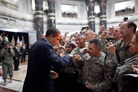Obama v dubnu navštívil americké vojáky v Iráku