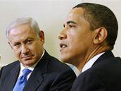 Barack Obama s Benjaminem Netanjahuem v Oválné pracovně Bílého domu ve Washingtonu (18. května 2009)