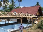 Výstavba želví stanice, na níž se podílejí Češi, v indonéské vesnici Toyapakeh