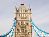 Při návštěvě Londýna si nikdo nechce nechat ujít procházku po mostě Tower Bridge.