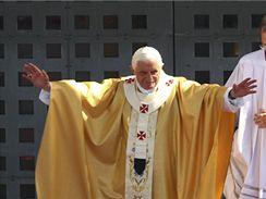 Papež Benedikt XVI. při mši v Betlémě (13. května 2009)