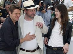 Cannes 2009 - re�is�r Lars Von Trier (uprost�ed), Charlotte Gainsbourgov� a Willem Dafoe