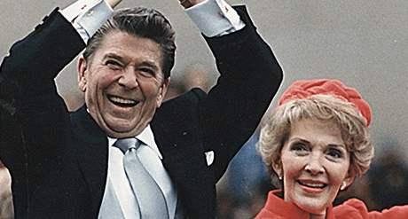 Ronald Reagan s manželkou Nancy při první prezidentské inauguraci v roce 1981